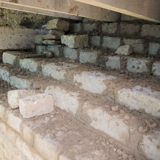 Reconstruction en adobe de terre crue